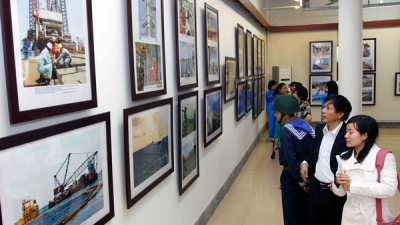 VNA hosts photo exhibition on nation's seas and islands