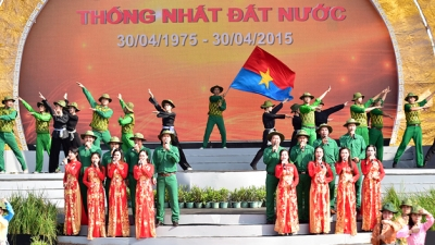 PM attends national reunification celebration in Hau Giang