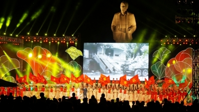Sen Village Festival held to commemorate President Ho Chi Minh