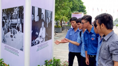 Photo exhibitions mark 126th birthday of President Ho Chi Minh