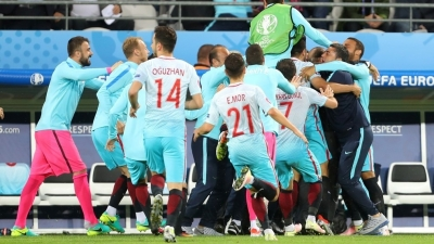 Superb win over Czech Republic rekindles Turkey's hopes for final 16