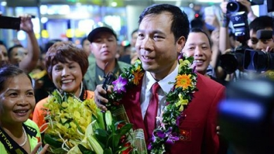 Vietnam's Olympic gold medalist receives a hero's welcome at home