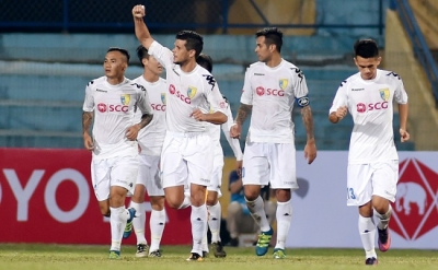 Reigning champions enjoy perfect start