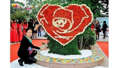 Painter Nguyen Thu Thuy's installation works on display at Hanoi's Bulgaria Rose Festival