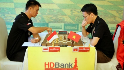 Vietnamese players off to promising start at HDBank int'l chess tournament