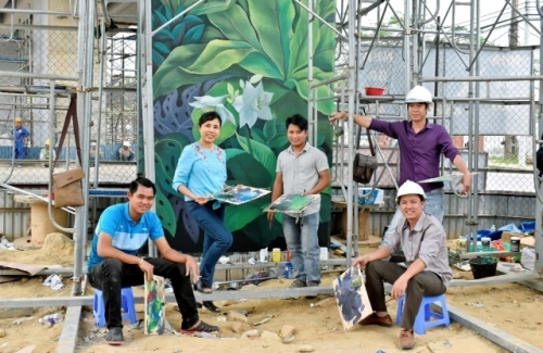 Mural painting adds a green touch to Da Nang airport