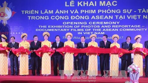 Exhibition highlighting ASEAN community opens in Thanh Hoa