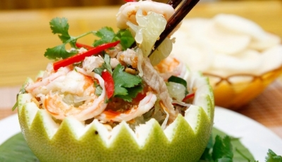 Goi Buoi Tom ( Pomelo salad with shrimp)