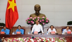 PM Nguyen Xuan Phuc works with Vietnam General Confederation of Labour