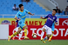 Hanoi FC fall further behind Thanh Hoa after home loss