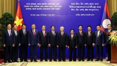 Vietnamese leaders honoured with Laos' highest decorations
