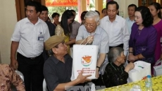 Party chief visits nursing centre for revolutionary contributors