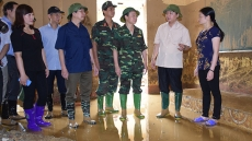 Minister of Natural Resources and Environment visits flood affected residents in Yen Bai