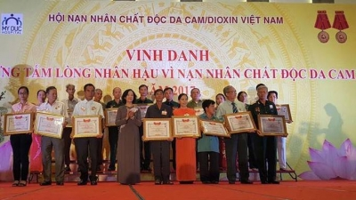 Kind-hearted people honoured for their support for AO victims