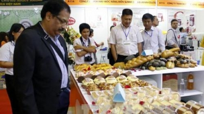 Over 500 enterprises attend int'l exhibition on food & beverages