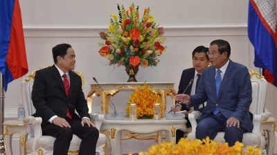 Cambodian leaders receive visiting Vietnam Fatherland Front President