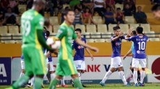 Hanoi FC trounce Can Tho 4-0 to claim top spot