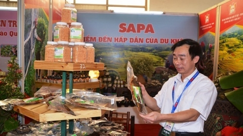 Vietnam – China international trade fair opens in Lao Cai