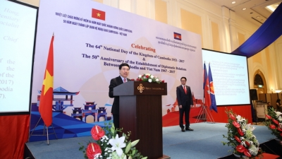 Banquet celebrates Cambodian National Day, diplomatic relations with Vietnam