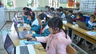 Official: Children need safer internet environment