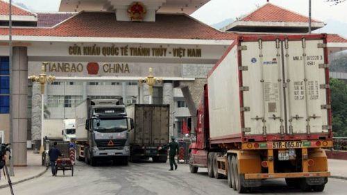 Vietnam-China border gate sees record high import-export revenue