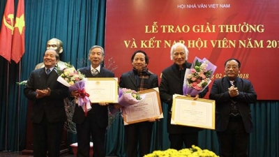 Winners of Vietnam Writers' Association Awards honoured