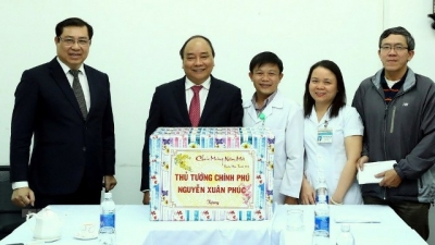 PM encourages doctors and patients at Da Nang hospital ahead Tet