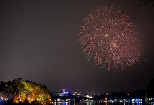 Vietnam welcomes Lunar New Year with glittering fireworks