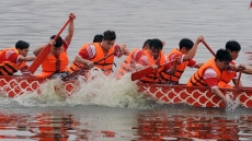 Hanoi dragon boat regatta attracts large crowds