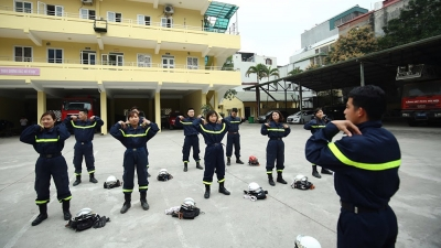 Brave female soldiers in fire and rescue force