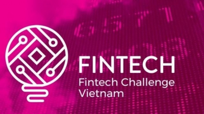 Contestants in final round of Vietnam's first financial technology competition