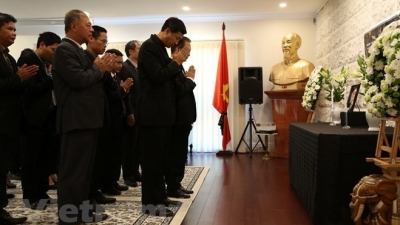 Memorial services held for former PM Phan Van Khai overseas