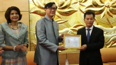 Thai ambassador presented with friendship insignia