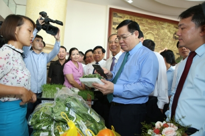 Facilitating Bac Giang to consume farm produce