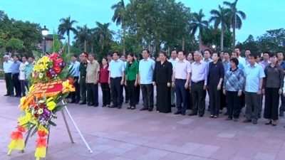 National Assembly delegation pays tribute to heroic martyrs in Quang Tri