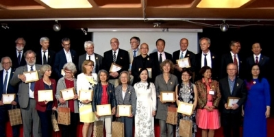 'For People's Health' insignias presented to French experts