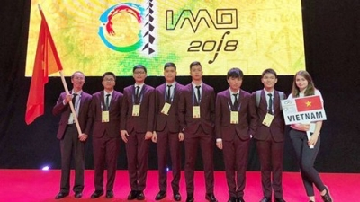 Vietnamese students win six medals at International Math Olympiad