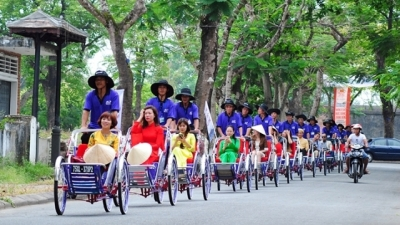Cyclo tour – a leisurely sightseeing experience in Hue
