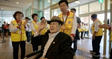 RoK's war-separated families leave for DPRK for reunions with long-lost relatives
