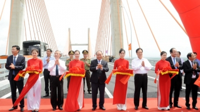Ha Long-Hai Phong expressway opens to traffic