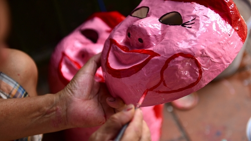 Artisans keep the soul of traditional paper masks
