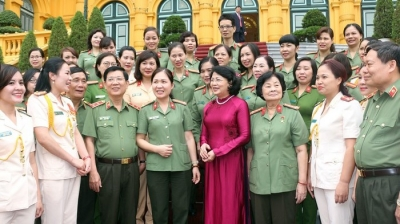 Acting President meets exemplary women police officers