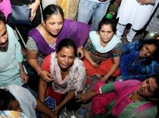 Death toll rises to 61 in India train disaster