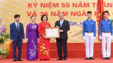 Prime Minister visits old school on Vietnam Teachers' Day