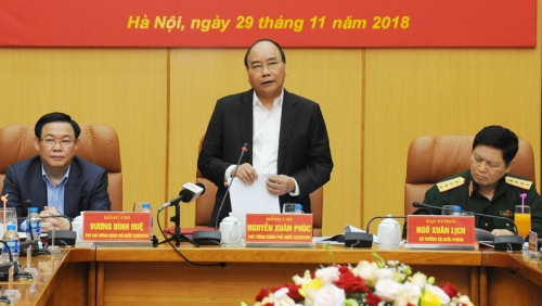 PM Nguyen Xuan Phuc works with Ministry of Defence