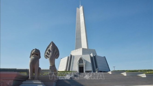 Cambodia inaugurates Win-Win Monument