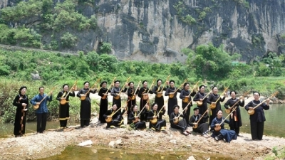 'Then' singing practitioners strive to preserve their traditional tunes