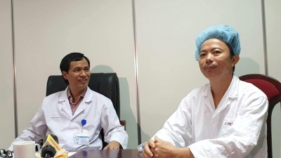 Vietnam masters awake brain surgery technique