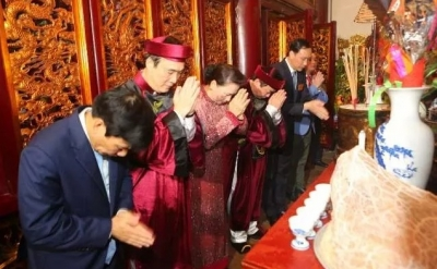 NA Chairwoman Ngan offers incense to Hung Kings