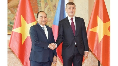 Czech PM hosts official welcome ceremony for visiting Vietnamese counterpart